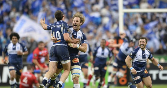 Antonie Claassen (C) celebrates Castres' victory with Remi Tales (No 10)