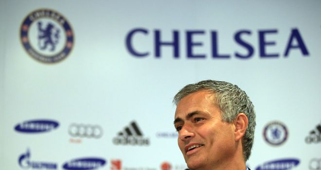 Mourinho: Carragher says he can inspire Chelsea to a title challenge