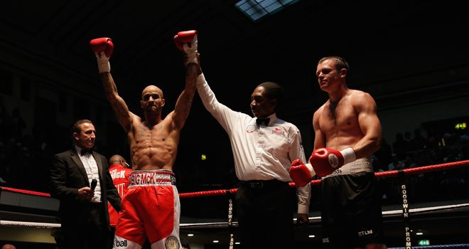 Clarke Carlisle: Leon's got boxing in his genes