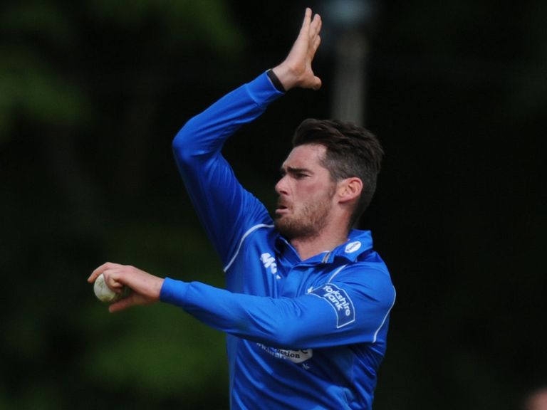 Chris Liddle: Staying at Hove until end of 2015 season
