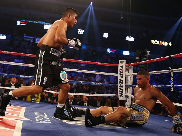 Mieky Garcia knocks out Juan Manuel Lopez