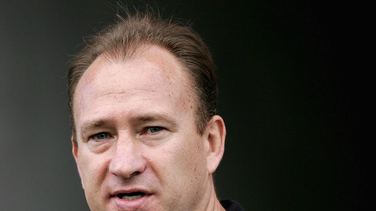 New Zealand Warriors coach Dean Bell has added two young forwards to his squad from Leeds Rhinos, where he was once academy coach