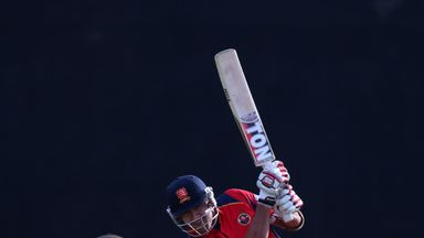 Owais Shah in action for Essex