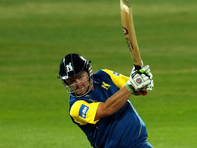 Darren Maddy guided Warwickshire home