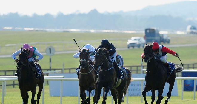 Chicquita (r): Won despite drifting to her left