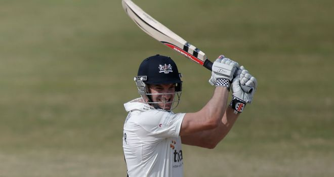 Michael Klinger hit a brisk 92 as Gloucestershire powered their way to victory over Worcestershire at the College Ground