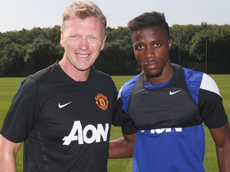 David Moyes poses for a picture with Wilfried Zaha.