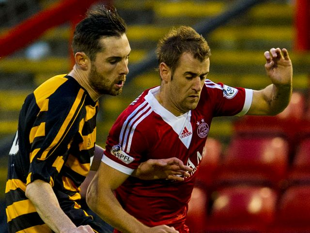 Niall McGinn gets beyond Ben Gordon