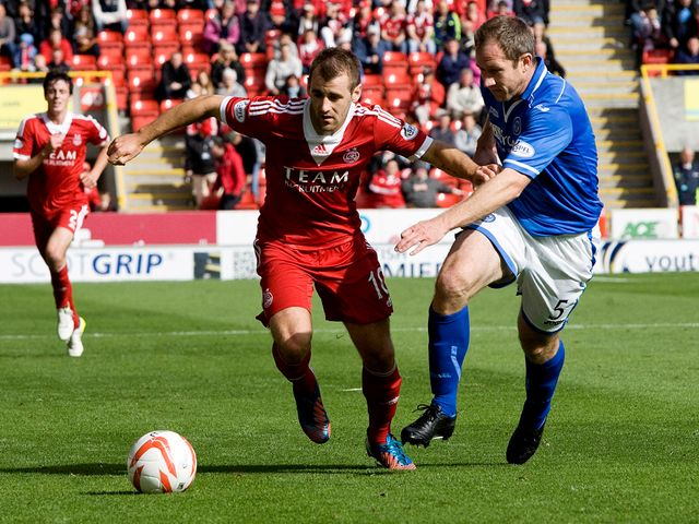 Niall McGinn gets away from Frazer Wright.