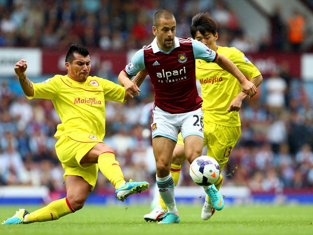 Joe Cole looks to get forward for West Ham