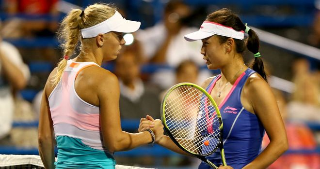 Caroline Wozniacki shakes hands with Peng Shuai at the New Haven Open