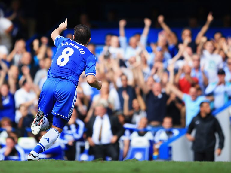 Frank Lampard celebrates after netting Chelsea's second goal against Hull