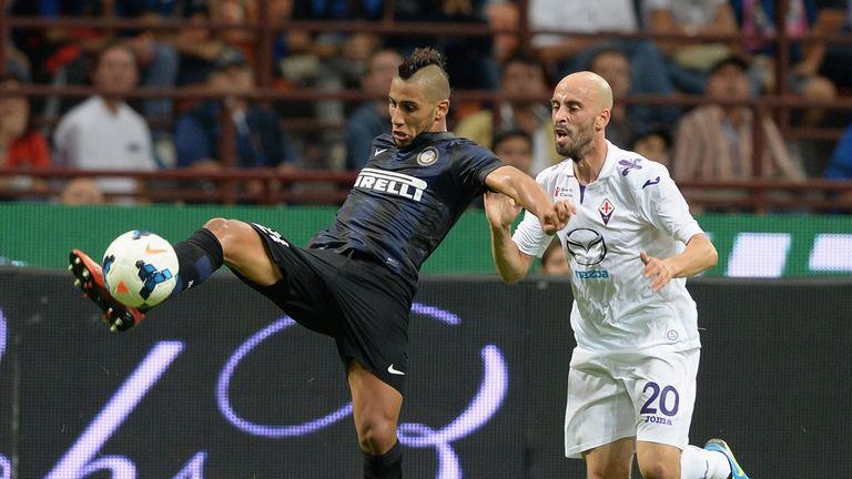 Saphir Taider stays away from Borja Valero.
