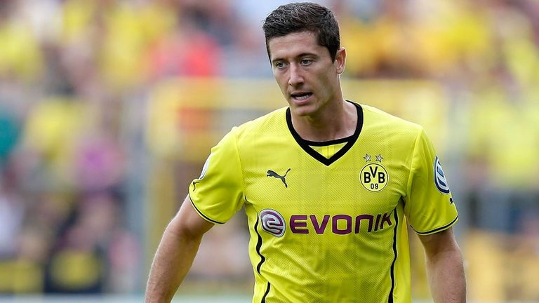 Robert Lewandowski: Free to sign pre-contract terms with a new employer in January