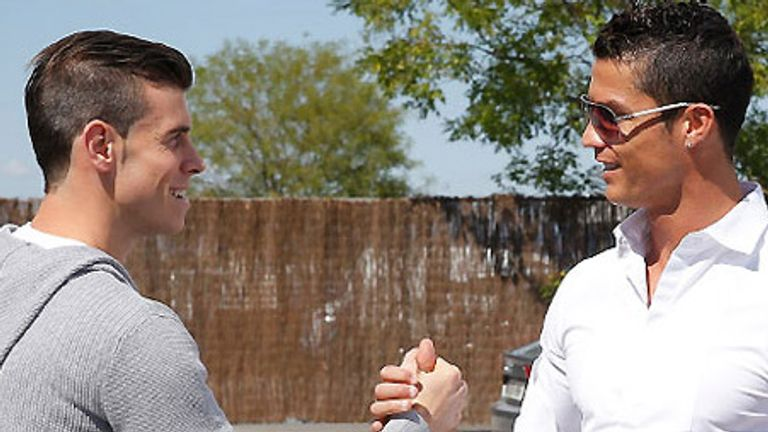 Gareth Bale: Meets Cristiano Ronaldo at training (photo - Realmadrid.com)