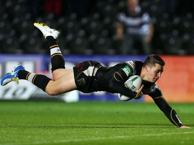 Jamie Shaul scores a try for Hull
