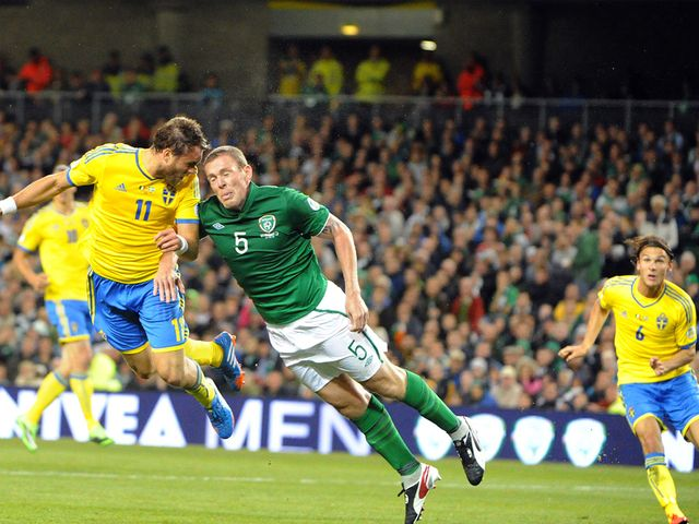 Johan Elmander heads Sweden's equaliser at the Aviva Stadium