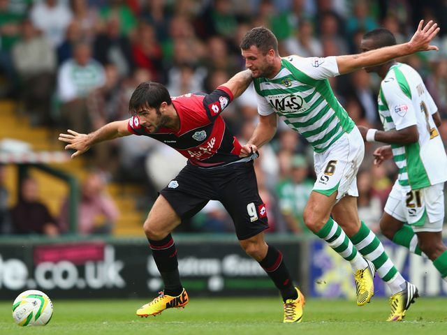Charlie Austin escapes from Daniel Seaborne