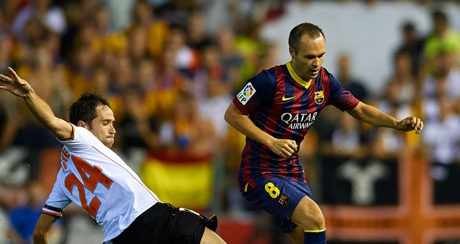 Andres Iniesta can't find space.