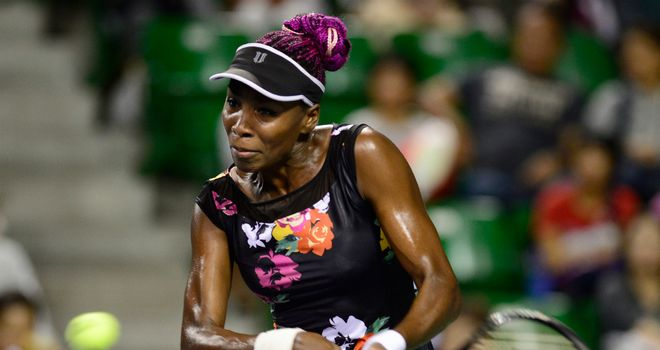 Venus Williams continued her Tokyo march by beating Simona Halep in three sets