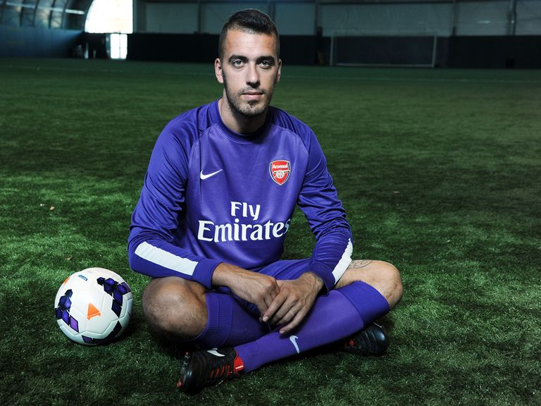 Emiliano Viviano in his Arsenal shirt.