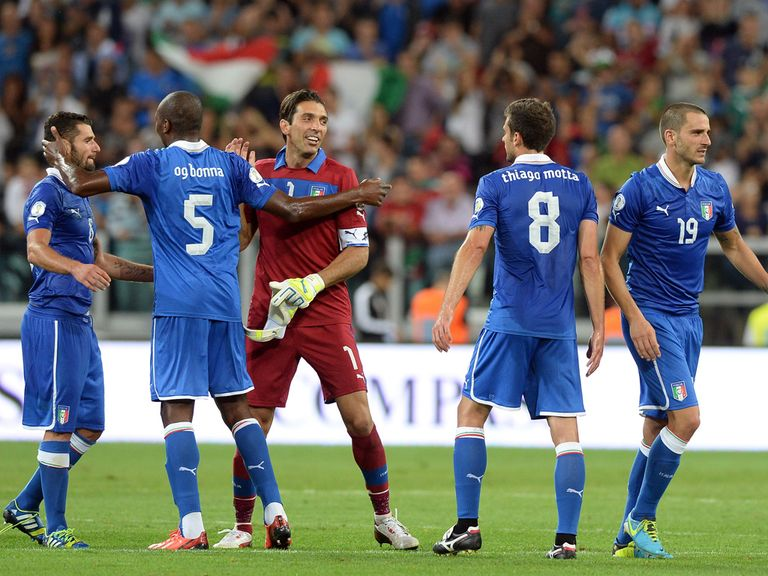 Italy celebrate as they beat Czech Republic to qualify
