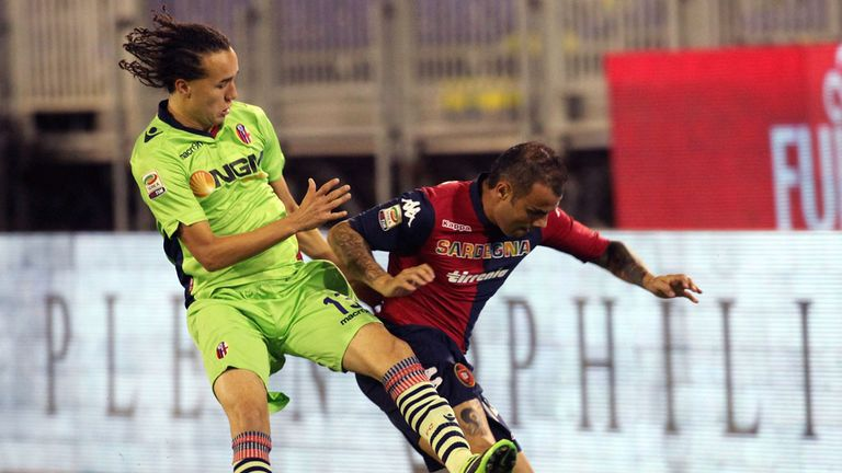 Francesco Pisano and Diego Lazalt battle for the ball