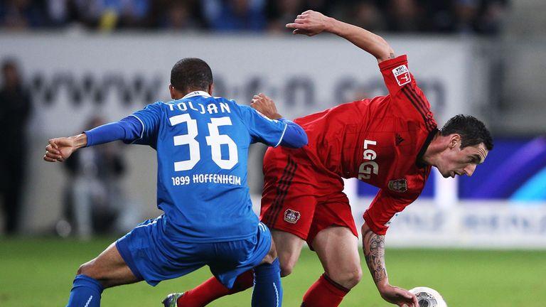 Jeremy Toljan puts Roberto Hilbert under pressure.