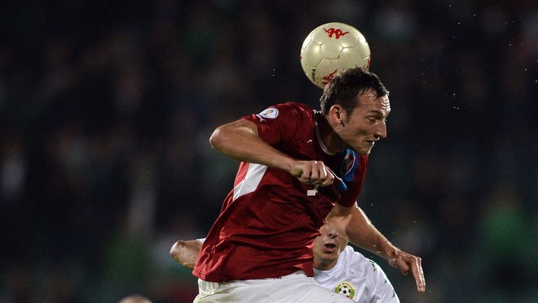 Libor Kozak wins a high ball against Bulgaria