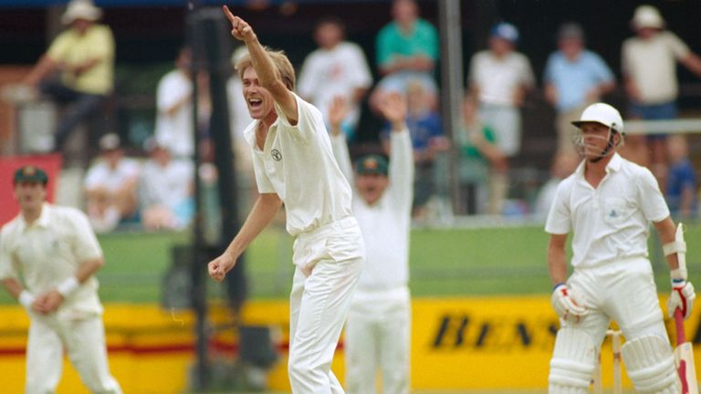 Bruce Reid traps Alec Stewart lbw for four in England's first innings at Brisbane