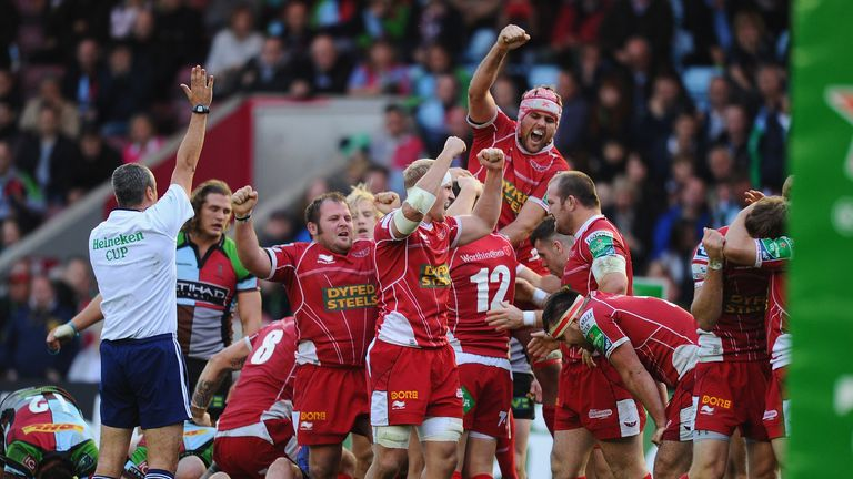 Scarlets celebrate their 33-26 win over Harlequins