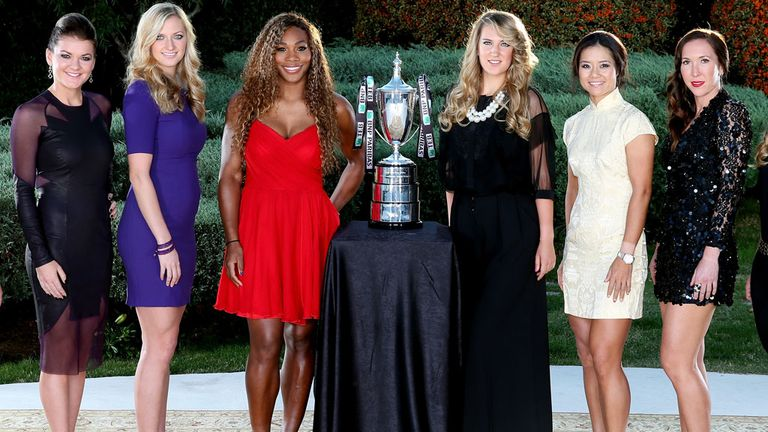 Agnieszka Radwanska (l to r), Petra Kvitova, Serena Williams, Victoria Azarenka, Li Na and Jelena Jankovic with the WTA Tour Championship trophy