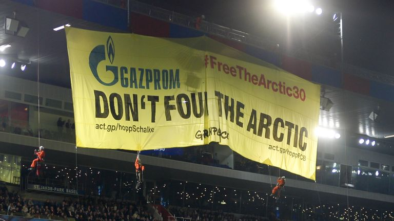 St Jakob-Park: Banner unfurled by protesters