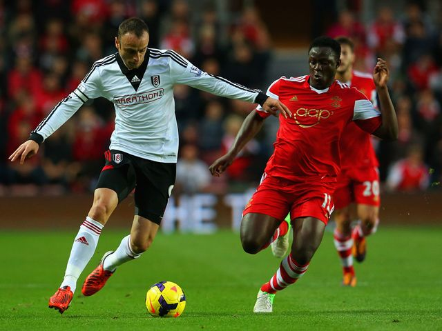 Berbatov tries to move away from Wanyama.