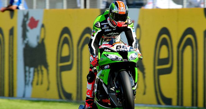 Tom Sykes closes in on World Superbike title