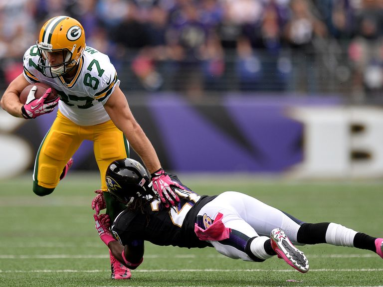 Lardarius Webb tries to tackle Jordy Nelson.