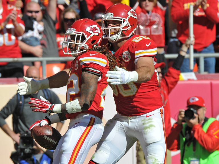 Dexter McCluster and Anthony Fasano celebrate a Kansas TD