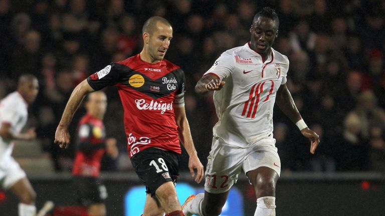 Lionel Mathis vies with Lille's midfielder Soualiho Meite