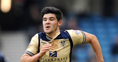 Mowatt lands new Leeds deal