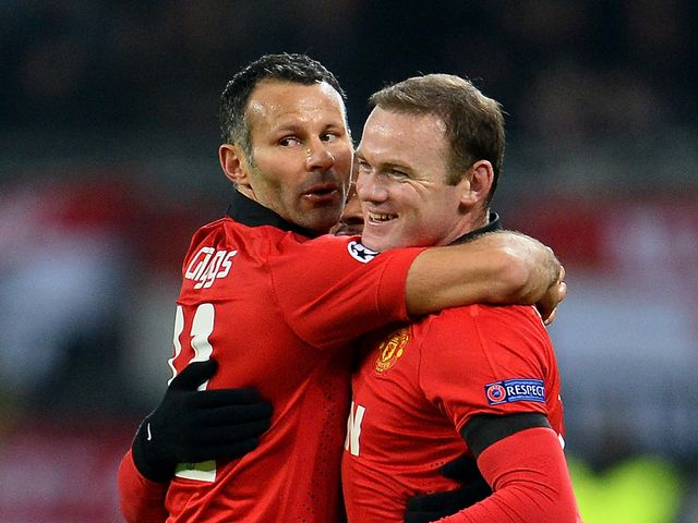 Ryan Giggs and Wayne Rooney celebrate for United
