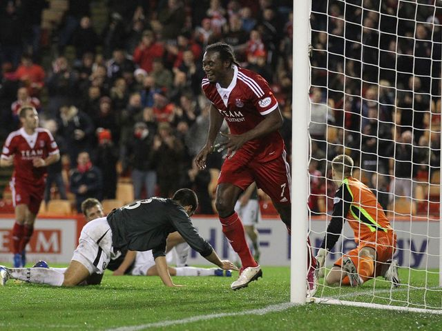 Calvin Zola celebrates his goal for Aberdeen