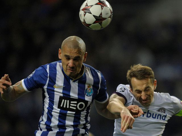 Maicon Roque and Manuel Ortlechner battle for the ball