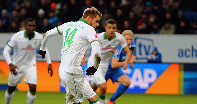 Aaron Hunt scores from the spot for Werder Bremen