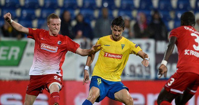 Filipe Goncalves holds off Nicolai Lorenzoni