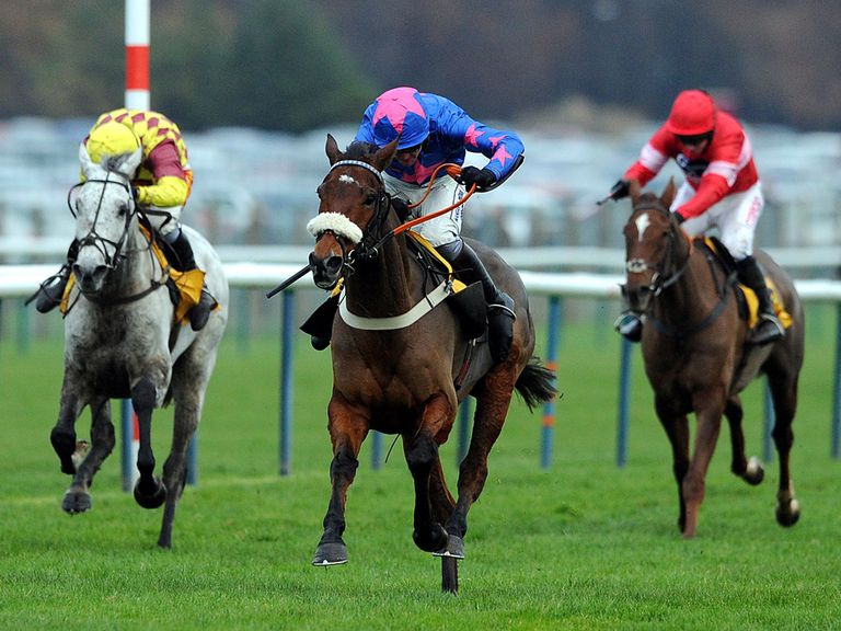 Cue Card comes home in front of Dynaste and Silviniaco Conti at Haydock