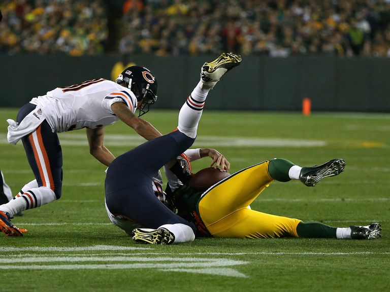 Rodgers tacks a crunching early sack from Shea McClellin