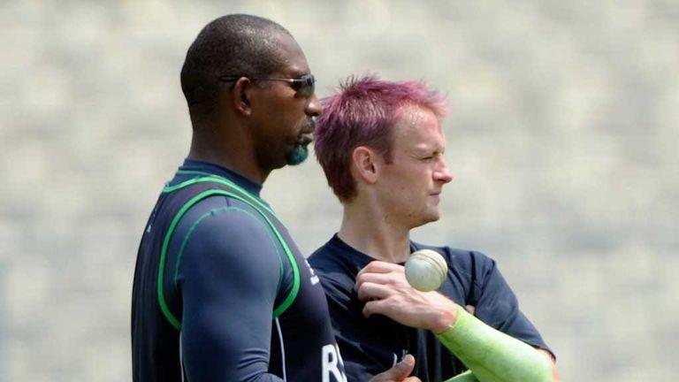 Phil Simmons talks tactics with Ireland skipper Will Porterfield