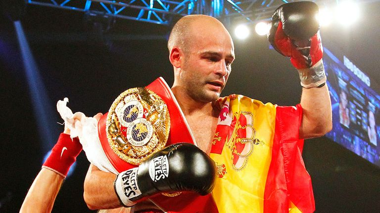 Kiko Martinez: Defended his IBF title by halting Jeffrey Mathebula