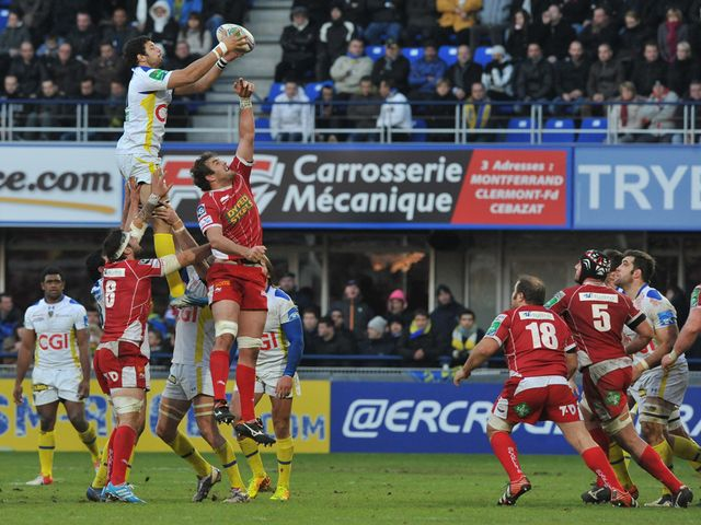 Damien Chouly jumps high to win a line-out.