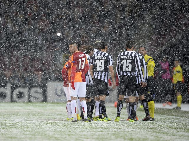 Bad weather forced Galatasaray v Juventus to be abandoned.